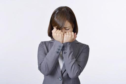 울고있는 여성