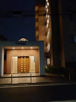 밤의 아파트