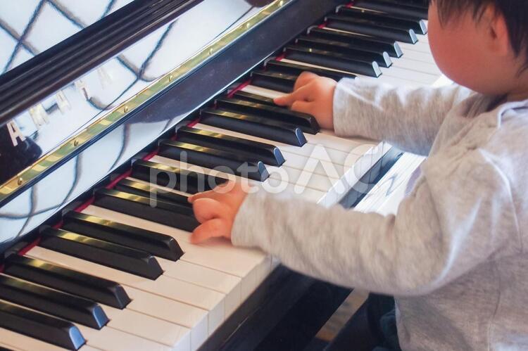 ピアノの練習の写真