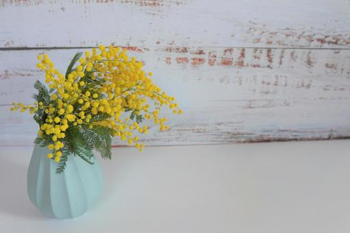 [Interior flower] Wood background and mimosa d