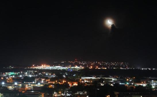 밤하늘에 뜬 달