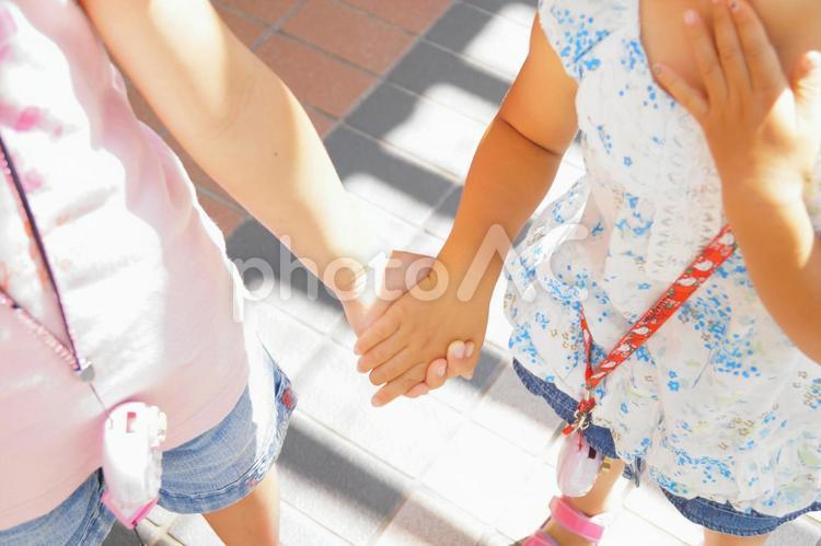 手をつなぐ2の写真
