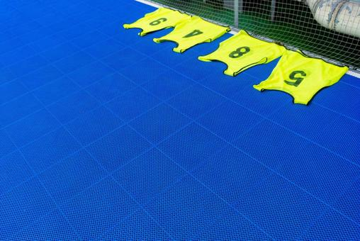 Yellow numbers on the futsal court