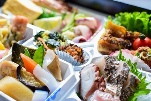 Have a dinner with a catered lunch!