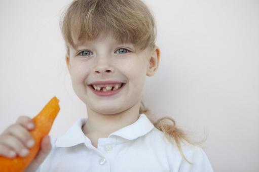 拿胡蘿蔔的女孩