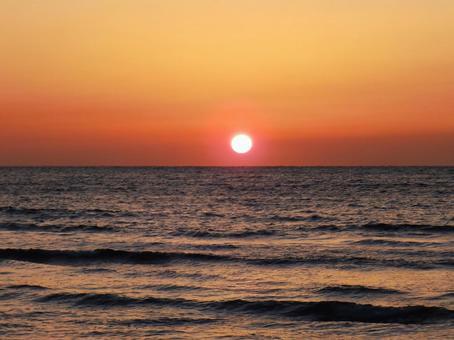 동해의 석양, 호박색의 빛