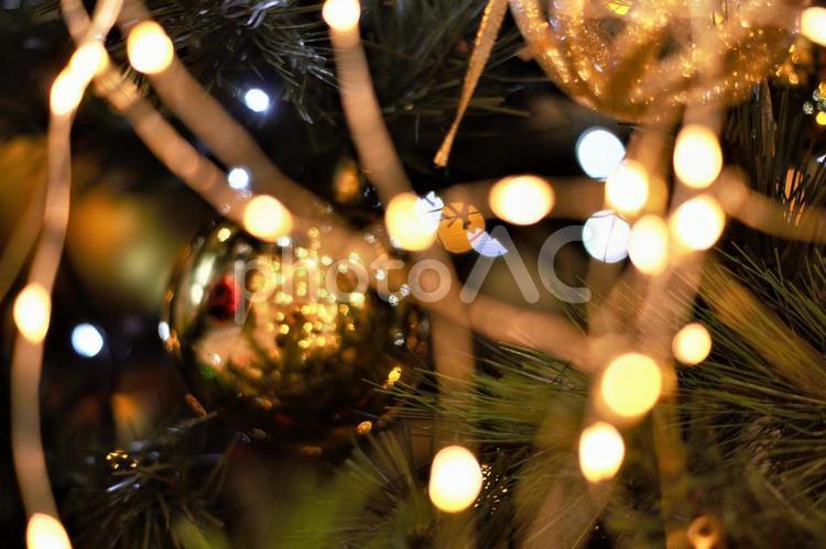 クリスマスシーズン クリスマスツリーの飾りの写真