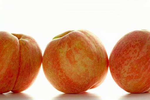Peach _ three women 01