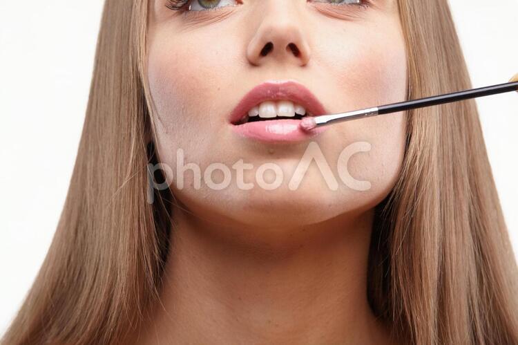 メイクする女性のくちびる18の写真