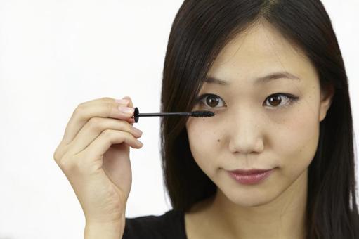 婦女粉刷睫毛膏8