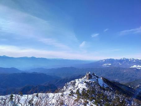 金峰山에서의 전망 야츠가 타케 연봉과 남 알프스