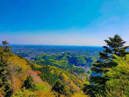 신록의 카오산 전망대에서 도심을 바라 보는 풍경