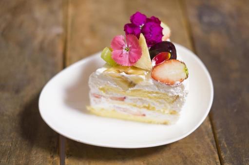 Edible flower shortcake