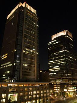 밤의 원형 빌딩과 신 마루 노우치 빌딩 1