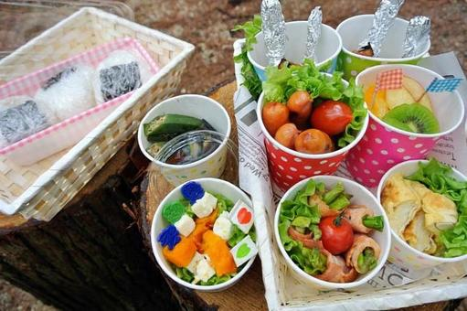 Outdoor lunches