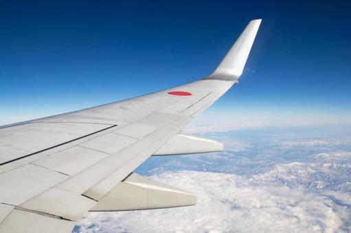 상공 - 비행기의 날개