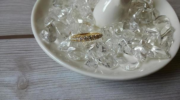 Ring of natural stone and gold