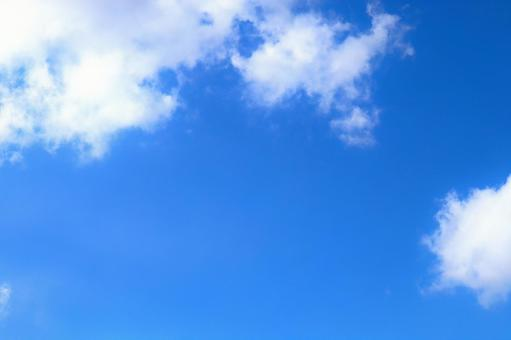 White clouds in the blue sky background wallpaper