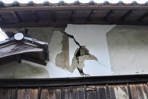 Cracked outer wall of a wooden house