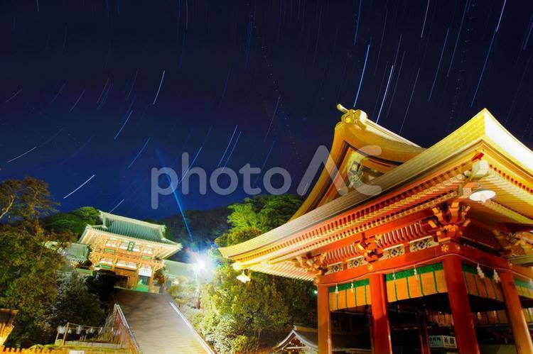 星降る鶴岡八幡宮の写真