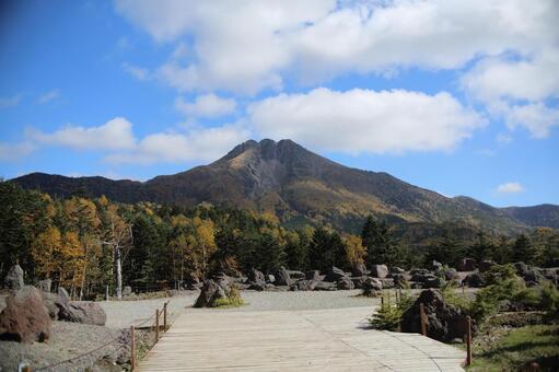 츠 白 根 山 1
