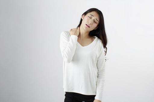 Japanese women suffering from shoulder stiffness 2