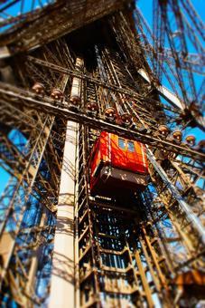 에펠 탑의 곤돌라 (프랑스 파리)