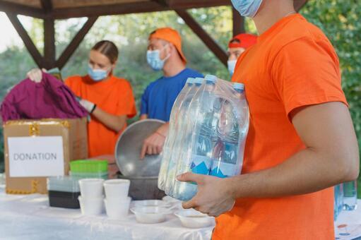 식수를 운반 자원 봉사