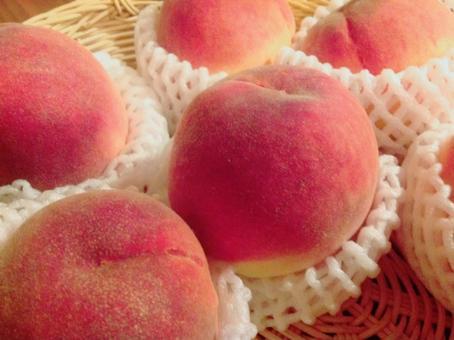 吃桃子是光滑的