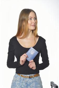 여권을 가진 여자 1