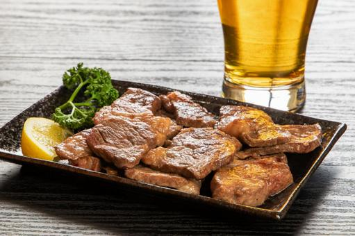 Grilled beef ribs and beer