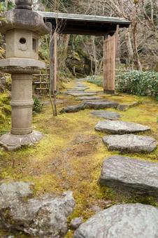 아 고찰 본 楽寺의 지천 식 회유 정원과 一二三 암자