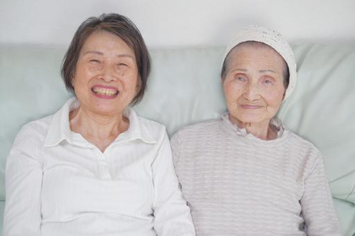 Elderly care Sitting on the sofa 4