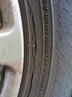 Dangerous crack image of tires