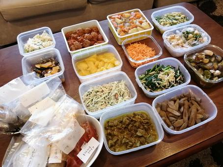 Stay home Self-restraint Make stock Keep food Stock tapper Storage container Housewife