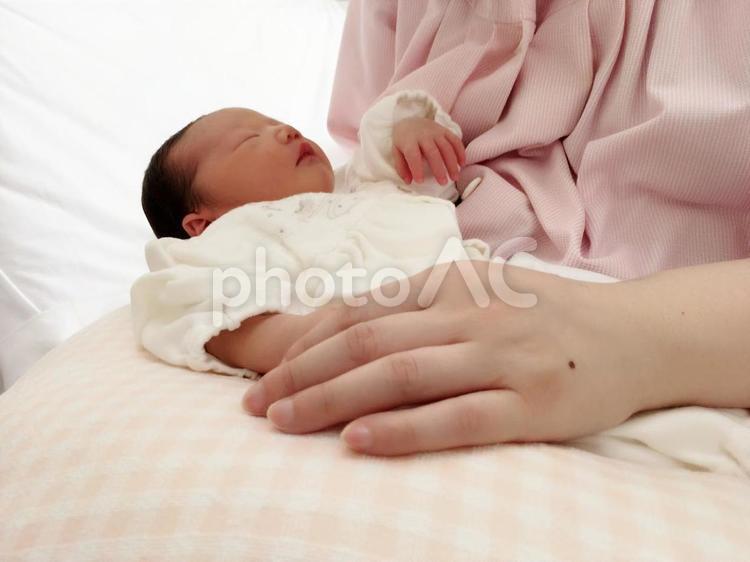 生後2日目の赤ちゃんの写真