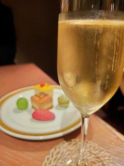 Champagne glasses and sweets