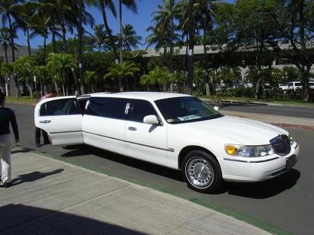 豪华轿车在夏威夷