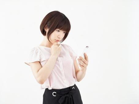 A woman who thinks with a smartphone