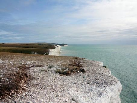 There is no fence on the cliffs of Seven Sisters. I'm scared.