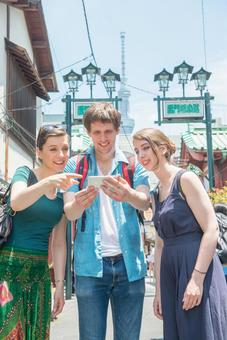Foreign tourists using smaho group 4