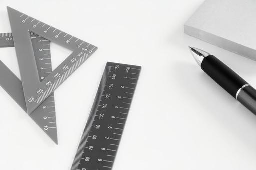 Writing utensils monochrome