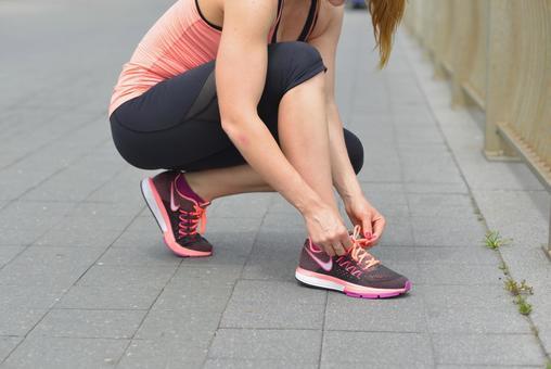 Female 3 connecting shoelaces