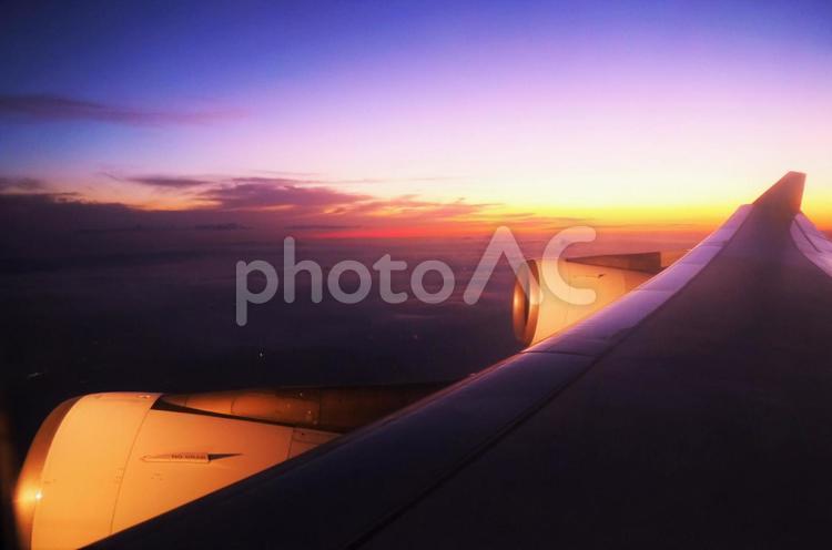 機上の夕焼けの写真