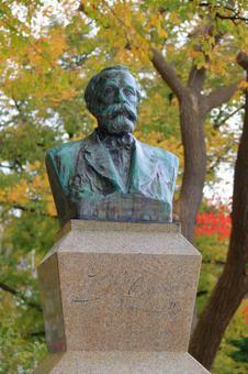Hokkaido University Clark statue (autumn) 2