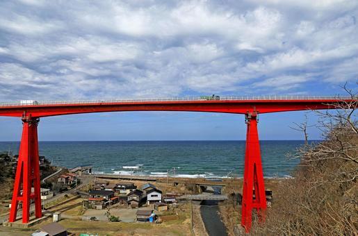 일본해와 요네 야마 대교