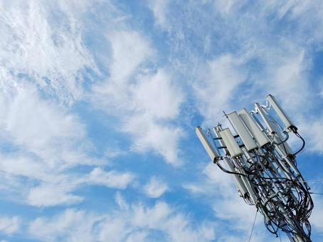 Communication base station antenna and sky