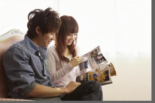 Couple seeing magazines 12