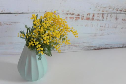 [Interior flower] Wood background and mimosa b