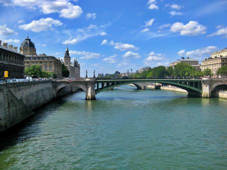 Pont Notre-Dame and the Seine